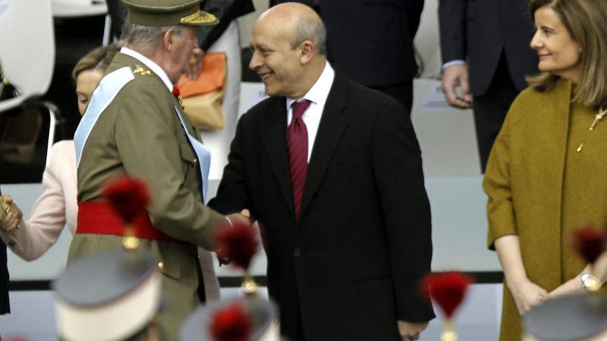 Wert saluda al rey durante el desfile de la fiesta nacional. Foto: Efe.