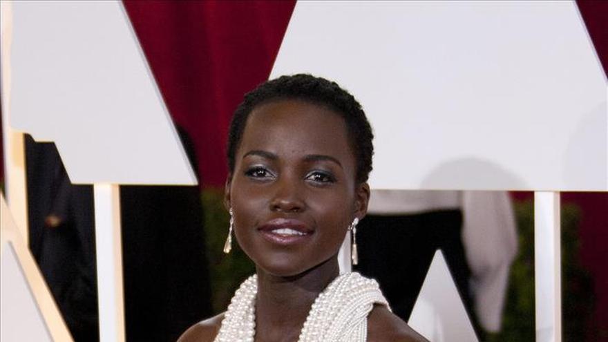 Roban el vestido de perlas que Lupita Nyong'o empleó en los Óscar