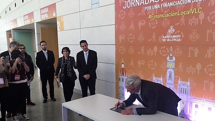 Joan Ribó en el momento de la firma de la 'Declaración de Valencia'