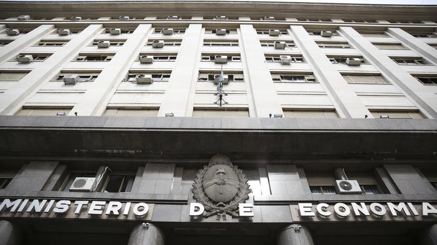 Argentina coloca deuda en el mercado local por 894,4 millones de dólares