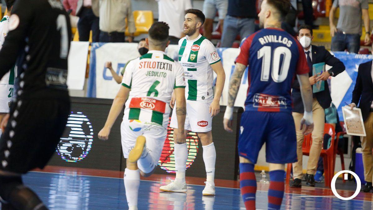 Saura y Jesulito celebran un gol ante el Levante
