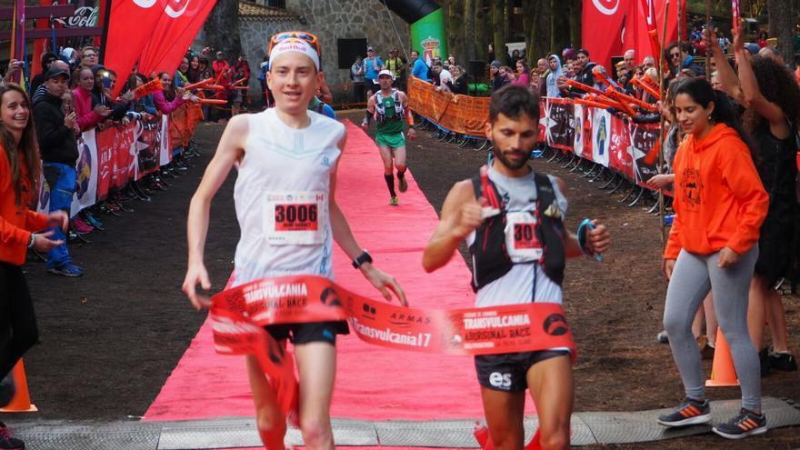 Remi Bonnet  (i) y Efrén Segundo en la llegada a meta. Foto: JOSÉ AYUT.