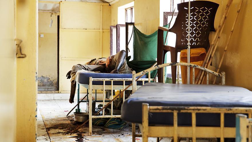 El hospital escuela de Malakal fue atacado por hombres armados. Cuando los equipos de MSF regresaron al hospital encontraron once cuerpos. / Fotografías: Anna Surinyach/MSF