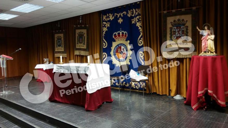 El salón de actos de la Jefatura Superior de Policía en Sevilla convertido en una capilla