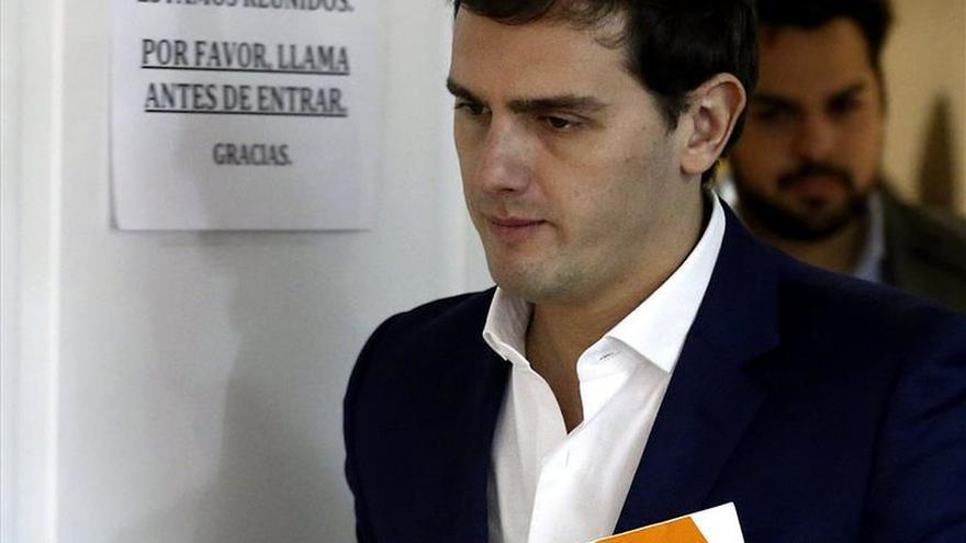 Rivera asegura que no apoyará a PP y PSOE para gobernar