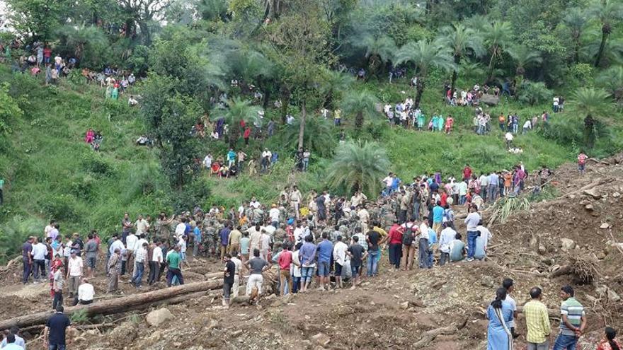 Al menos 7 muertos y varios desaparecidos en deslizamiento de tierra en India