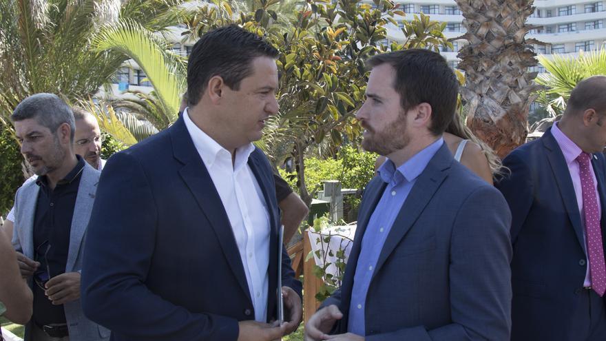 José Julián Mena, alcalde de Arona, e Isaac Castellano, consejero regional de Turismo