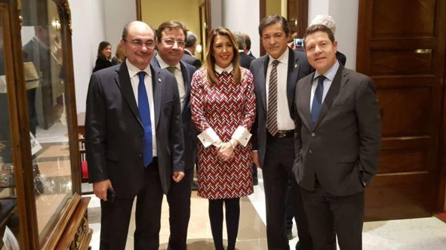 Vara, acompañado de Susana Díaz y otros presidentes autonómicos