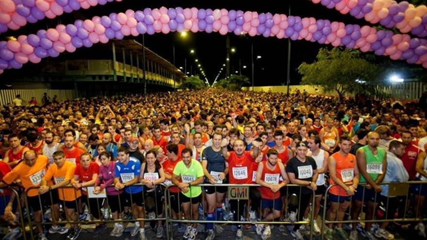 Más de 24.000 corredores participan en Sevilla este viernes en la Nocturna del Guadalquivir
