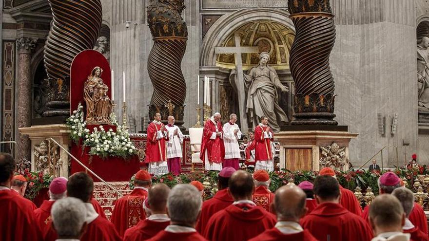"""El papa en Pentecostés: """"No somos huérfanos, sino hijos del mismo Padre"""""""