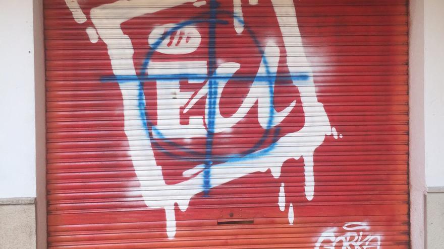 La sede de EU en Gandia con pintadas de grupos de extrema derecha