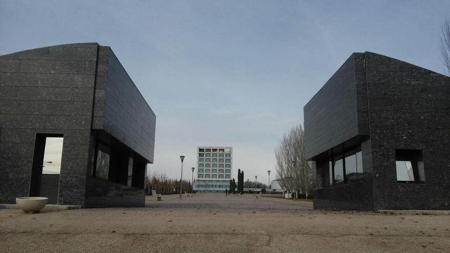 Entrada del campus de Móstoles de la URJC. / S.P.