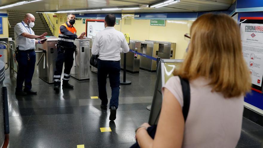 Piden prohibir comer en Metro y autobuses de Madrid para evitar contagios
