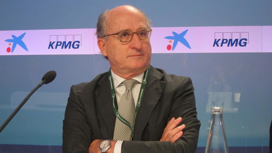 """Brufau insiste en que Repsol no venderá Gas Natural porque funciona """"muy bien"""" y la cotización """"va perfecta"""". EFE."""