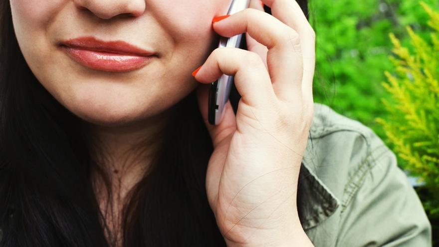 El cliente puede darse de baja o realizar una reclamación a través del servicio de atención al cliente de las compañías móviles