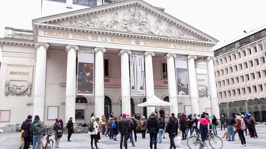 """""""Okupas"""" en la ópera de Bruselas como símbolo de resistencia a las restricciones"""