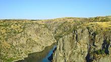 Las paredes verticales dominan los paisajes ribereños del Duero en la comarca de Arribes. Vitor Oliveira