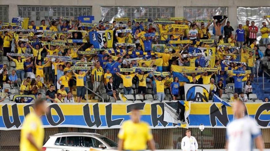 Peña Ultra Naciente durante un partido de la UD Las Palmas. Foto: iusport.com.