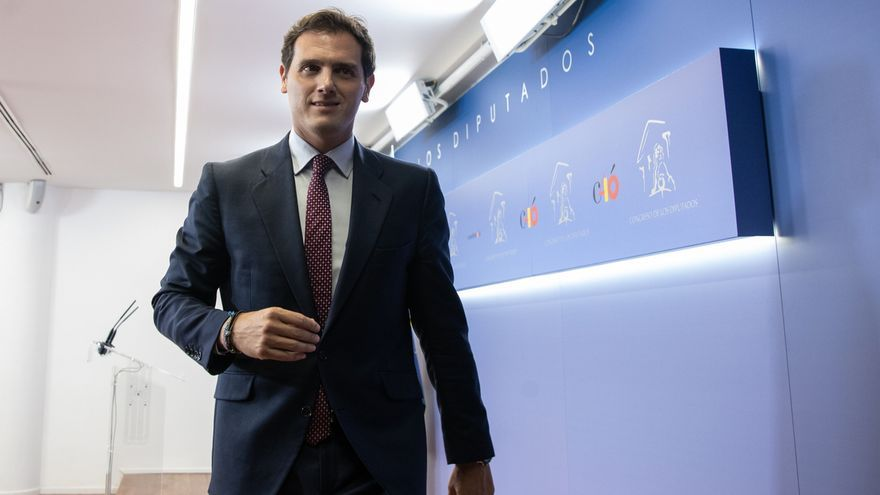 """Rivera acusa a Sánchez de pisar """"una línea roja muy grave"""" en Navarra: """"Prefiere a Batasuna de socio. No tiene remedio"""""""