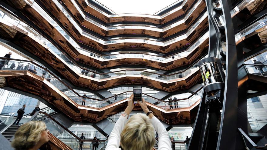 Vuelve a cerrar la polémica escultura neoyorquina Vessel tras un cuarto suicidio