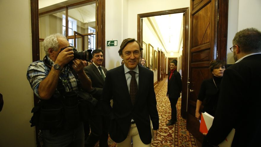 """El PP ve """"próximo"""" el acuerdo con CC sobre Presupuestos, sigue trabajando con el PNV y no excluye más votos"""