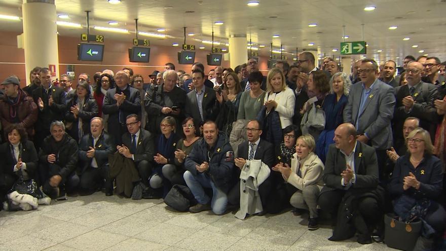 200 alcaldes piden en Bruselas libertad para los exconseller presos en una visita sin encuentros con la UE