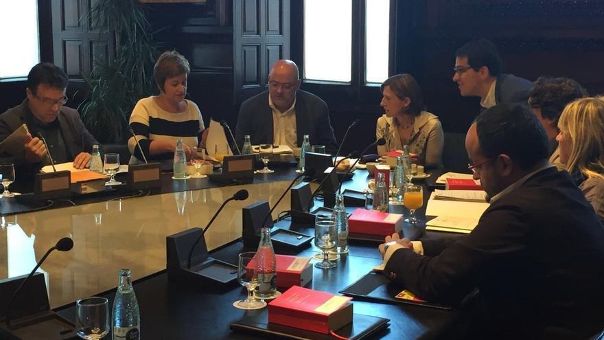 La Mesa del Parlament abordará hoy la conversación de Jorge Fernández y De Alfonso