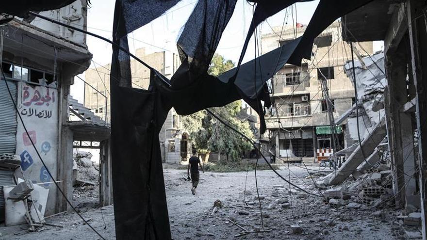 Fuerzas gubernamentales sirias atacan al EI en el noreste de Deir al Zur