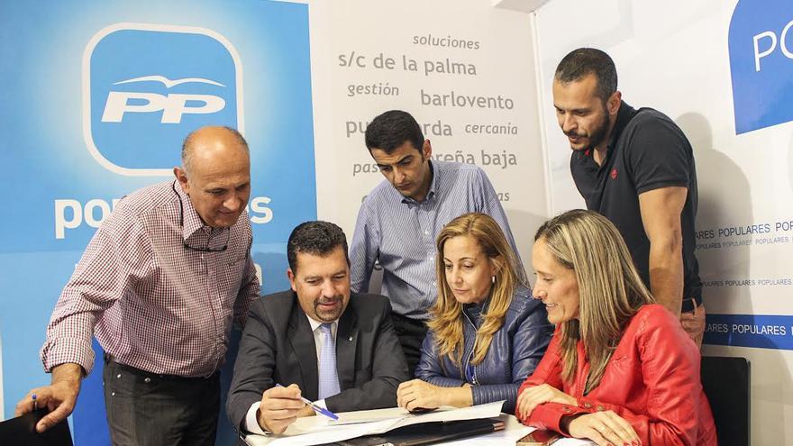 En la imagen, miembros del equipo del PP al Ayuntamiento de Santa Cruz de La Palma.
