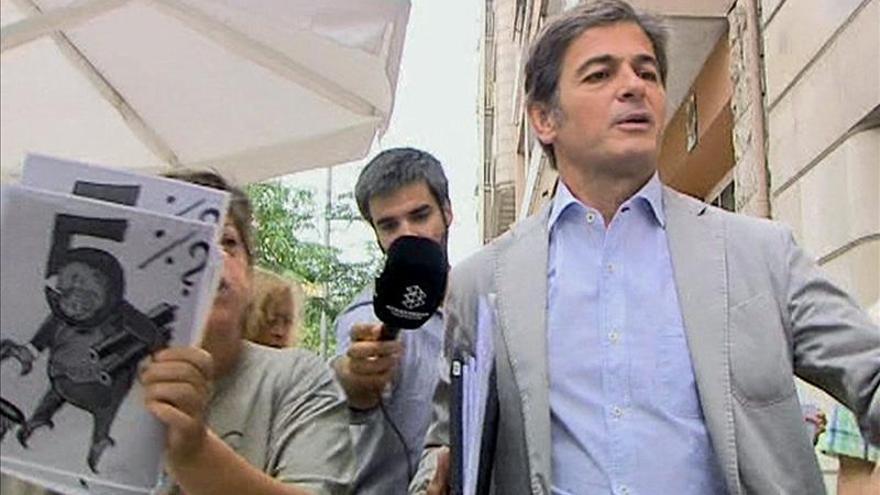 La juez cree que Oriol Pujol cobró 700.000 euros en comisiones a través de su mujer