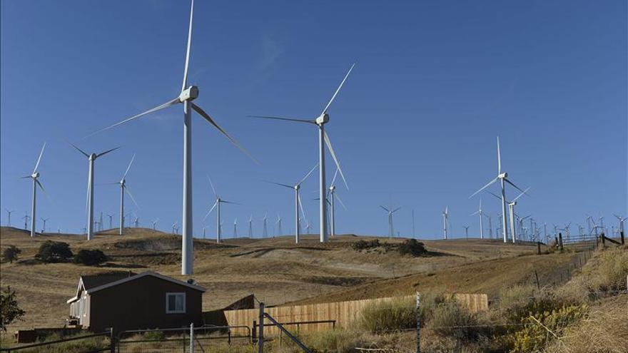 Los fuertes vientos desploman los precios mayoristas de la electricidad