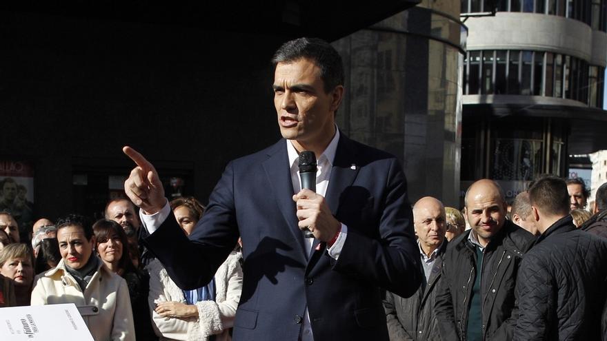 """Sánchez (PSOE) denuncia que el PP """"tiene tal excedente de corrupción"""" que lo """"exporta a otros países"""""""