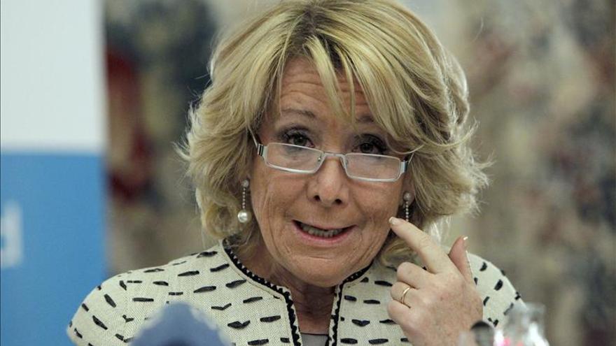 Aguirre dice que los estatutos del PP no obligan a alabar a ministros
