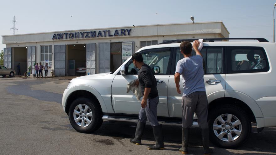 Lavar el coche antes de entrar