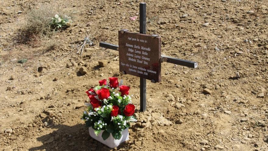 Cruz en homenaje a las mujeres asesinadas