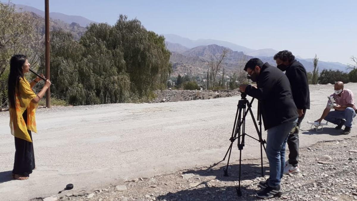 Filmando a la artista quebradeña Micaela Chauque en Tilcara, Jujuy