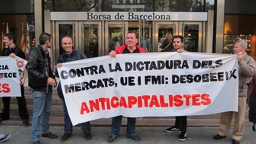 Protesta De Anticapitalistas Ante La Bolsa De Barcelona