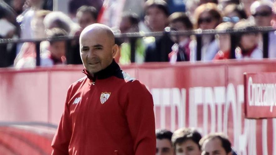 El entrenador argentino del Sevilla FC, Jorge Sampaoli, durante el partido correspondiente a la vigésima primera jornada de LaLiga Santander disputado ante el Villarreal CF en el estadio Ramón Sánchez Pizjuán. EFE/Raúl Caro