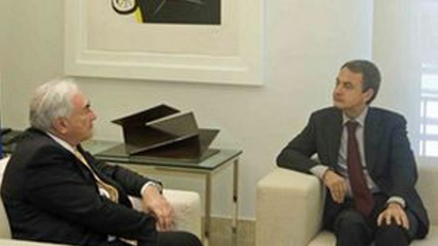 Zapatero y Strauss-Kahn, durante la reunión que mantuvieron este viernes. (EUROPA PRESS)
