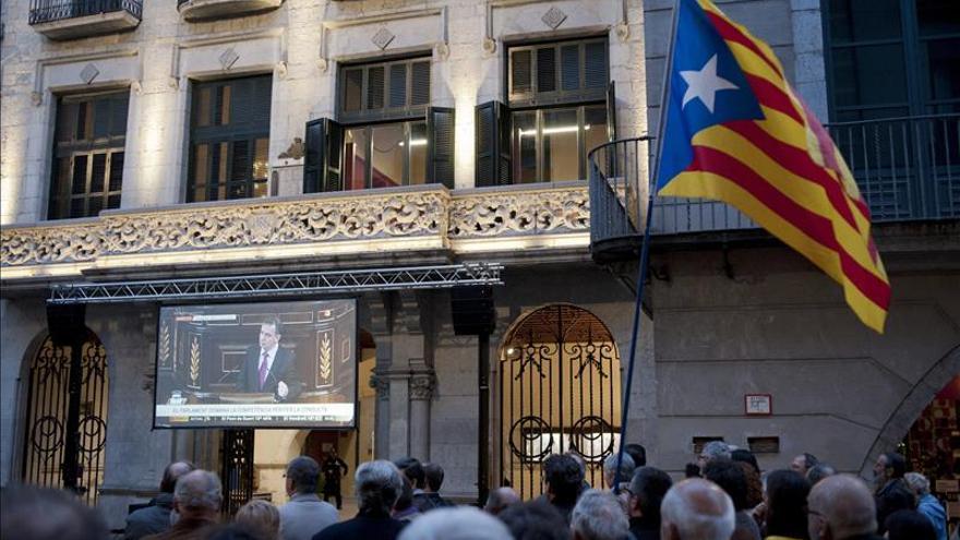 Unas 250 personas siguen el debate del Congreso en Girona a través de una pantalla gigante