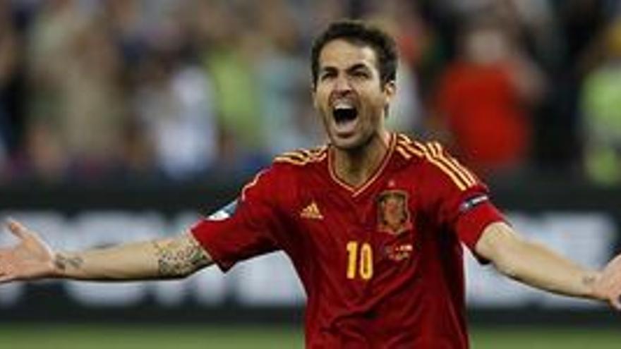 Cesc Fábregas marcó el penalti decisivo. (EUROPA PRESS)