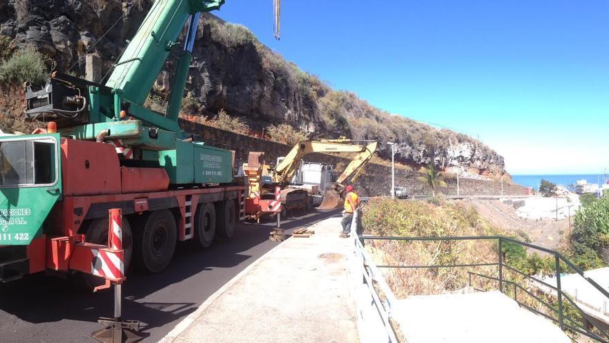 En la imagen, este miércoles, el tramo de vía bajada a El Puerto, con la maquinaria pesada.