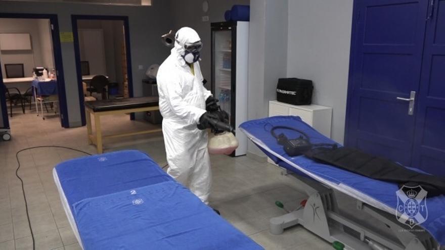 Labores de desinfección en el Heliodoro.