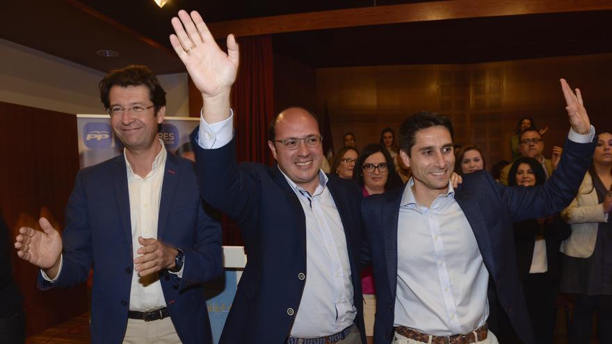 Juan Carlos Ruiz (izquierda), con el candidato del PP a la presidencia de la Región de Murcia, Pedro Antonio Sánchez