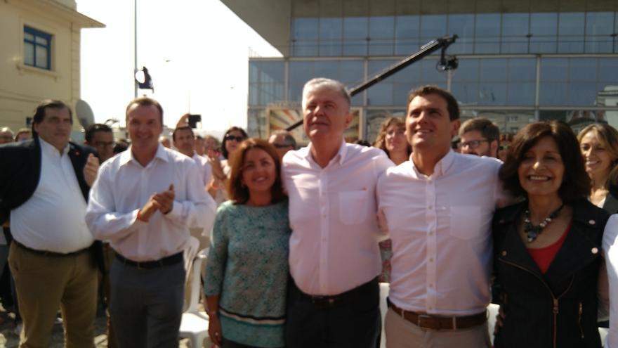 """Rivera critica que Sánchez y Rajoy """"pongan la silla por delante de su país"""" y les ofrece un """"espacio común"""""""