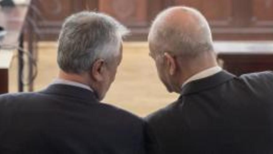 Griñán y Chaves durante el juicio de los ERE