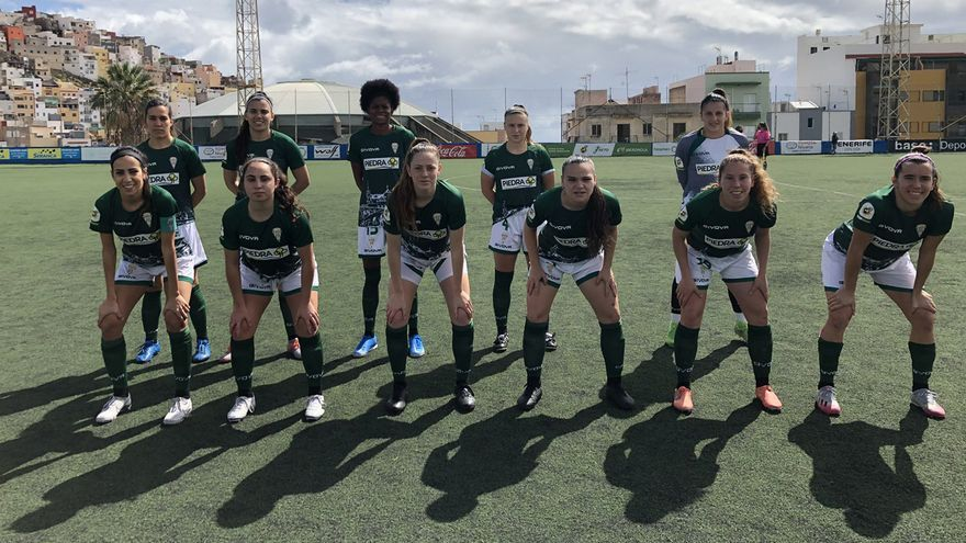 Formación del Córdoba Femenino en Tenerife.