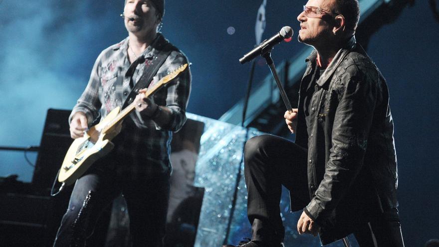 Bono, a la derecha, junto a 'The Edge'