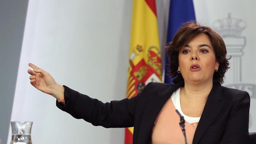 """Sáenz de Santamaría ve """"clave"""" que la comisión incluya la financiación autonómica"""
