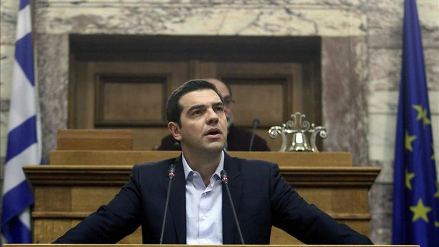El Gobierno de Tsipras cumple un mes con frentes abiertos pero con un gran apoyo